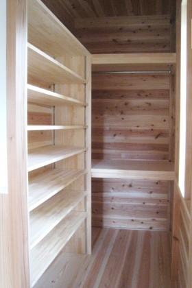 木香りの家_下足室
