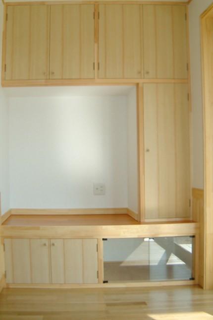 ステンドグラスのある家_収納棚