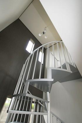 オシャレならせん階段のある家_らせん階段