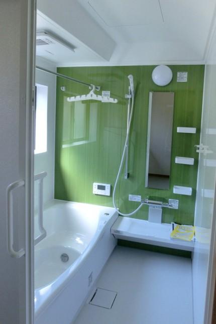 母屋とつながる2人で暮らす静かな家_浴室