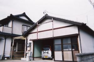 車庫からバルコニー付き2階建に変わる家_ビフォー