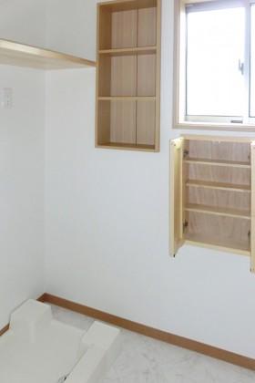 ず~っと暮らす住みやすい心地の良い家_収納棚