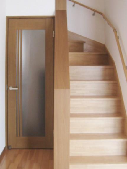 家族が仲良く暮らす家2_階段