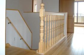 無垢材をふんだんに使った家_階段