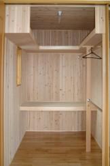無垢材をふんだんに使った家_収納スペース